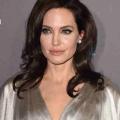 Angelina Jolie et Jennifer Aniston éviter l'autre au choix de la critique? Femme actuelle et ancien de Brad Pitt est arrivé au tapis rouge cinq minutes d'intervalle