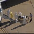 Cdc tend la main aux aérienne co-passagers de l'infirmière par le virus Ebola