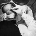 Première crâne et le cuir chevelu greffe d'un donneur humain réussi