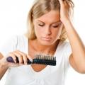 Comment prévenir la perte de cheveux naturellement (arrêter la chute des cheveux avec les plantes médicinales)