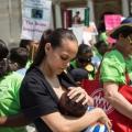 L'allaitement maternel aide les bébés grandissent physiquement et émotionnellement