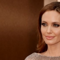 10 photos d'Angelina Jolie sans maquillage