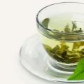 10 façons simples dans lesquels le thé vert peut aider à réduire l'acné
