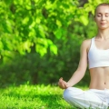 5 étapes simples pour guérir maux de tête à travers la méditation