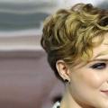 50 incroyable Layered coiffures pour cheveux bouclés