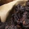 8 avantages étonnants de raisins noirs pour la peau, des cheveux et santé