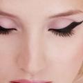 Tutorial débutants: comment porter eyeliner liquide