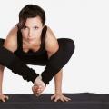 Bhujapidasana / épaule de compression Pose - comment faire et quels sont ses avantages?