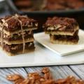 Barres de chocolat érable de pécan tarte (paléo, sans gluten)