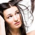 Remèdes maison antipelliculaires pour cheveux gras / cuir chevelu gras