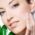 Nettoyants pour le visage naturel de bricolage à la maison