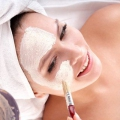 Masques de beauté faits maison et des masques pour la peau sensible