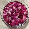 La peau de l'eau de rose maison et tonique pour le visage
