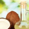 Comment fonctionne l'huile de coco Aide traiter les pellicules