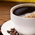 Combien de caféine est présente dans le café et le thé?