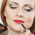 Comment couvrir les cicatrices sur le visage avec le maquillage