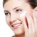 Comment obtenir la peau éclatante avec des remèdes maison naturelles