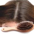 Comment arrêter la perte de cheveux due à des pellicules