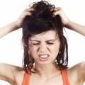 Itchy raisons du cuir chevelu et des remèdes maison