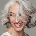 Remèdes naturels pour contrôler les cheveux gris