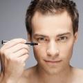 Top des soins de beauté à la maison pour les hommes pour traiter les cernes