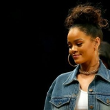 10 photos de Rihanna sans maquillage