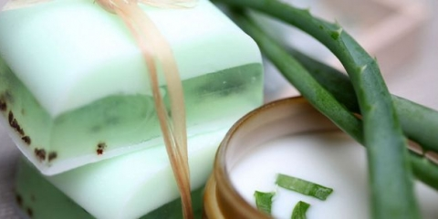 2 façons simples de faire Aloe Vera Savon At Home