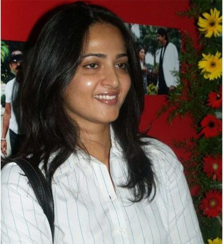 Anushka Shetty regarder