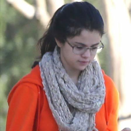 Selena gomez no makeup