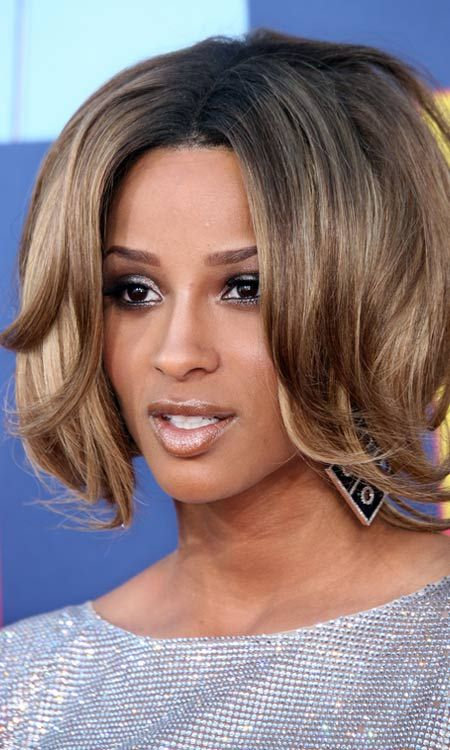 Inversé Layered-Bob-avec-Ends Curly-Bangs et