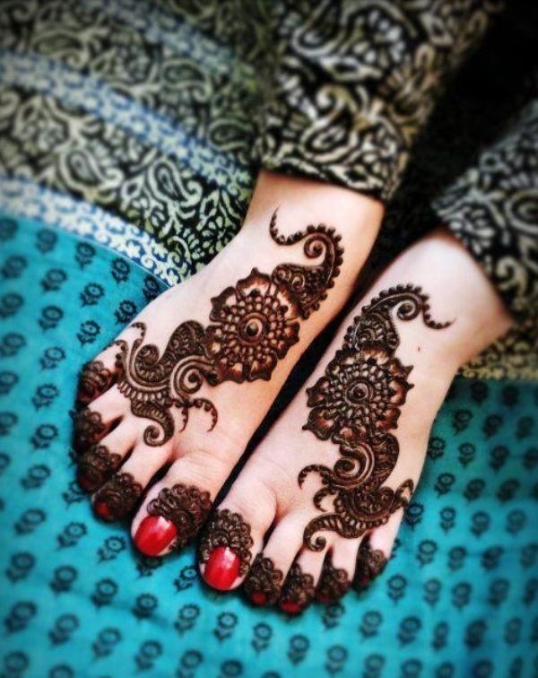 Dessins mehandi de pied ou dessins au henn pour les pieds - Dessin de henne pour les mains ...